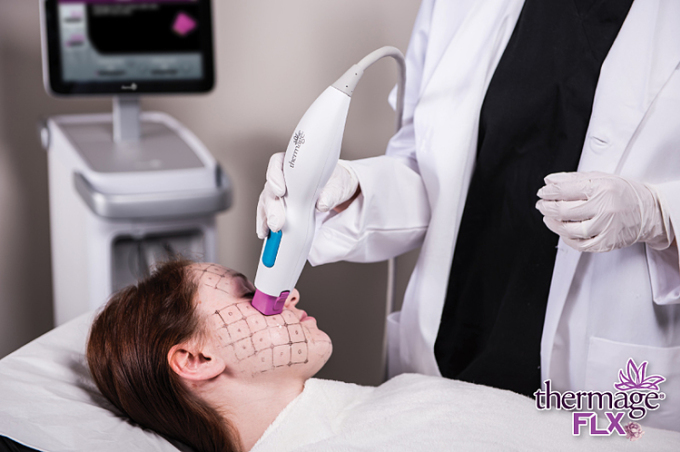 Tiến trình trị liệu trẻ hóa da với Thermage FLX.