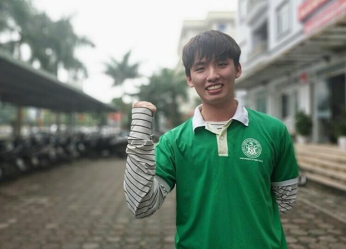 Nguyễn Ngọc Sơn là sinh viên năm cuối, một trong những thành viên đăng kí tham gia tình nguyện chống dịch Covid-19. Ảnh: Thúy Quỳnh
