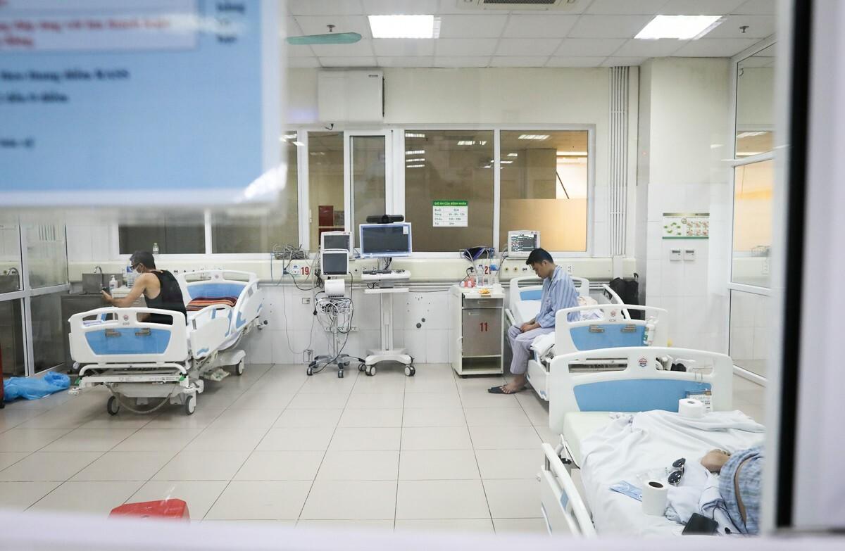 Bệnh nhân Covid-19 điều trị tại Bệnh viện Bệnh Nhiệt đới Trung ương cơ sở Đông Anh, Hà Nội, ngày 25/3. Ảnh: Ngọc Thành.