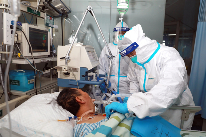 Bệnh nhân Vũ Hán được thở ECMO ngày 1/2. Ảnh: China Daily
