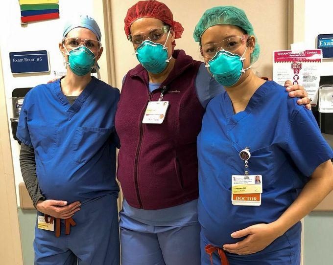 (Từ trái sang phải) Bác sĩMichele Callahan, Elizabeth Clayborne và TúCarol Nguyễn tại khoa cấp cứu Bệnh việnUM Prince George. Ảnh: WSJ