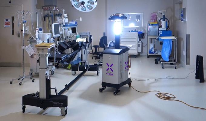 Robot diệt nCoV trong hai phút