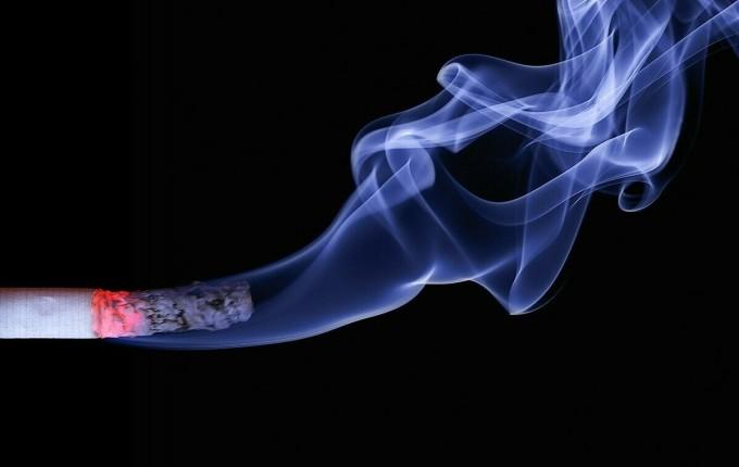 Hút thuốc lá nhiều ảnh hưởng tới sinh lý nam giới.