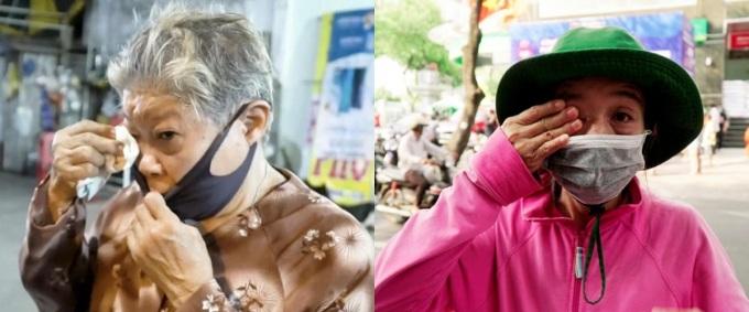 Cụ bà Út Thương quệt nước mắt khi nhận được gạo (trái).Cô Nguyễn Thị Thu Hằng (TP HCM, phải) xúc động khi nhận những bao gạo lớn.Cô cảm ơn nhiều lắm, từ nay cô không còn sợ đói rồi, cô nói.