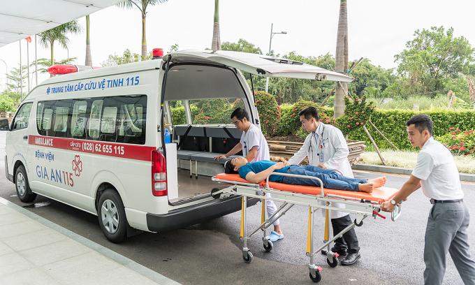 Xe cấp cứu tại trạm vệ tinh Bệnh viện Gia An 115. Ảnh: A.N