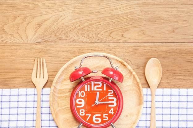 Ăn uống đúng giờ giúp cơ thể thêm lành mạnh.