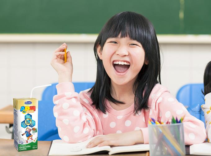 Trợ thủ nhí - sữa ADM IQ Gold bổ sung DHA và Omega 3-6 hỗ trợ trí não cho bé học tập tốt hiệu quả hơn.