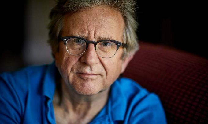 Triệu chứng nCoV ở giáo sưPaul Garner kéo dài 7 tuần. Ảnh: Guardian