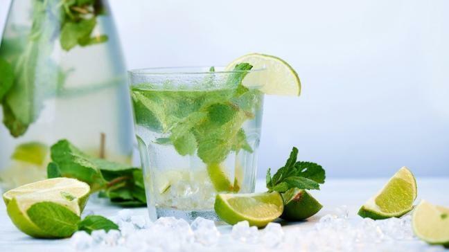 Nước chanh làm giảm mụn, trị thâm, giảm viêm mụn hiệu quả. Ảnh: Lifestyle