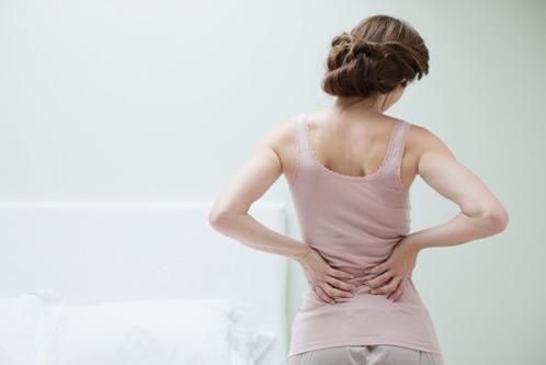 Để hạn chế đau rát, người bị trĩ nên chọn ghế, quần và đồ lót mềm mại. Ảnh: Womenshealth.