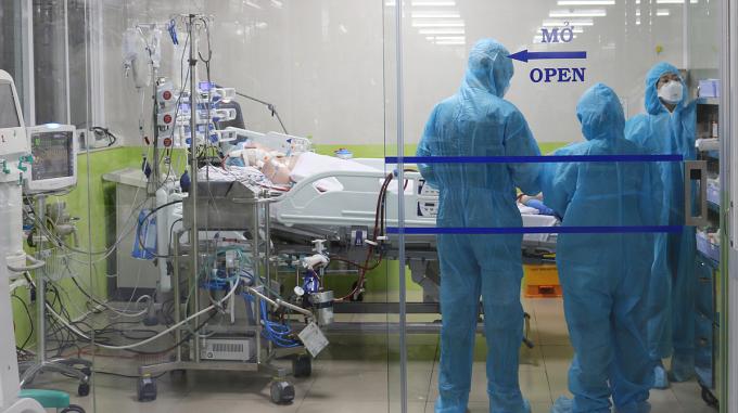 Bệnh nhân 91 điều trị tại Khoa Hồi sức Cấp cứu Bệnh viện Chợ Rẫy. Ảnh do bệnh viện cung cấp.