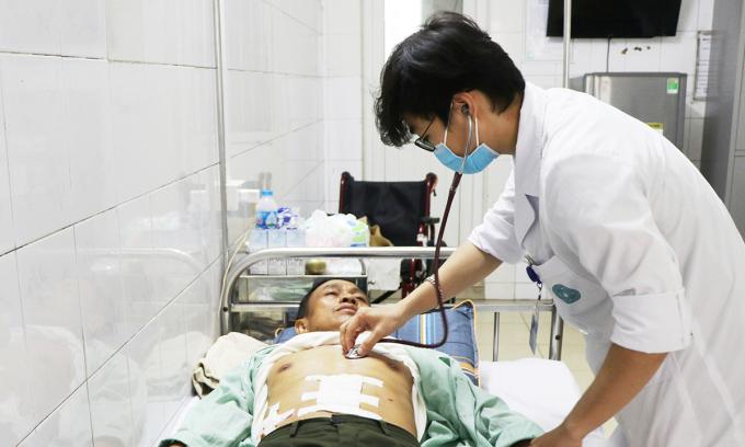 Cứu sống bệnh nhân suy tim và thủng dạ dày