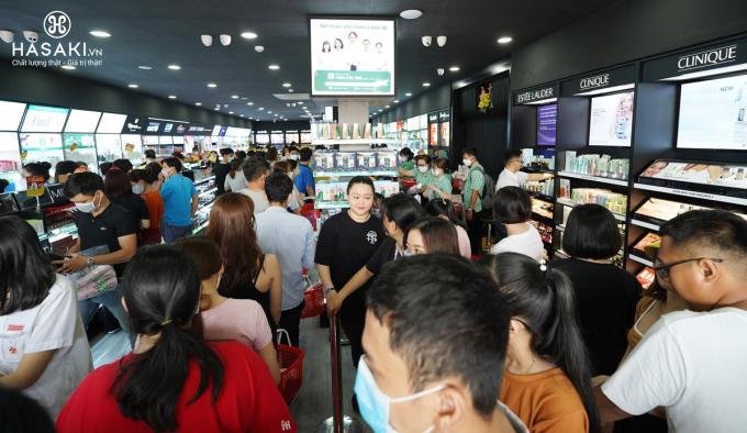 Đáp ứng nhu cầu mua sắm ngày càng, các chi nhánh mới của Hasaki lần lượt có mặt ở nheiefu quận huyện ở TP HCM.