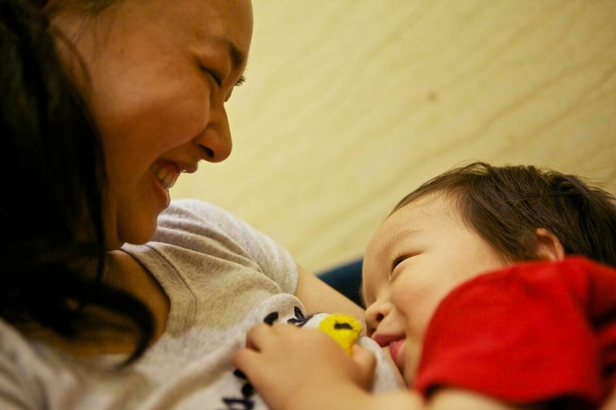 Trẻ bú sữa mẹ. Ảnh: UNCIEF.
