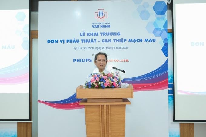 Tiến sĩ, bác sĩ Phạm Minh Ánh Đơn vị Phẫu thuật - Can thiệp mạch máu Bệnh viện Đa khoa Vạn Hạnh phát biểu tại buổi lễ.