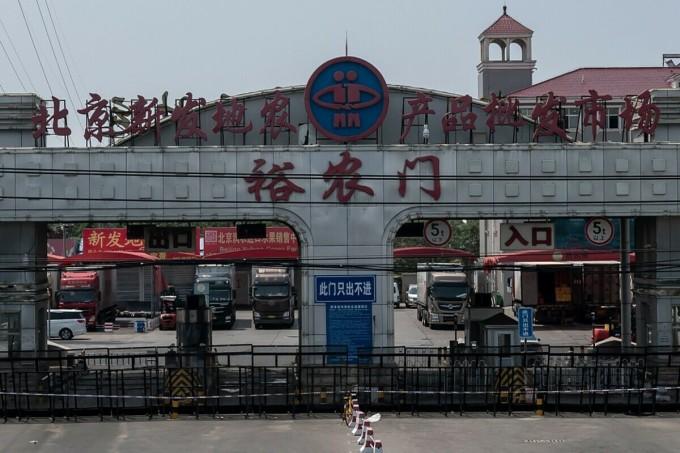 Chợ đầu mối Tân Phát Địa bị đóng cửa, ngày 19/6. Ảnh: AFP