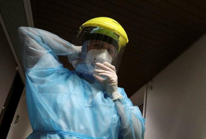 Một y tá tại khu hối sức tích cực, Bệnh viện Centerierier de la Citadelle ở Liege, Bỉ, ngày 16/6. Ảnh: Reuters