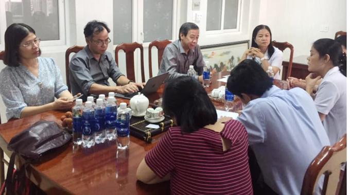 Các chuyên gia y tế họp về tình hình dịch bạch hầu ở Đăk Nông, chiều 25/6. Ảnh do bệnh viện cung cấp.