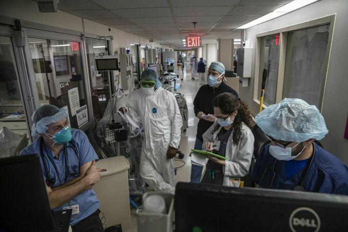 Bệnh viện Mỹ lại quá tải do Covid-19