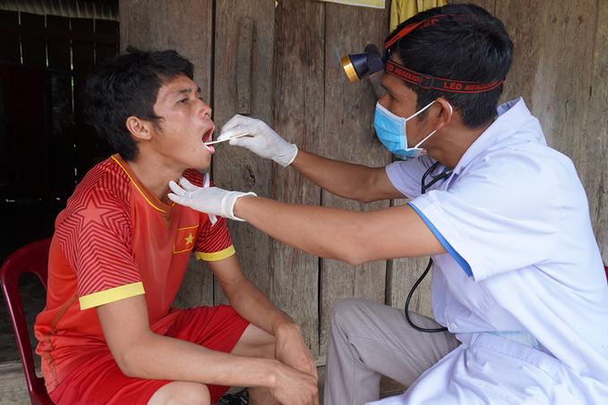 Bác sĩ bất lực nhìn bệnh nhi bạch hầu qua đời