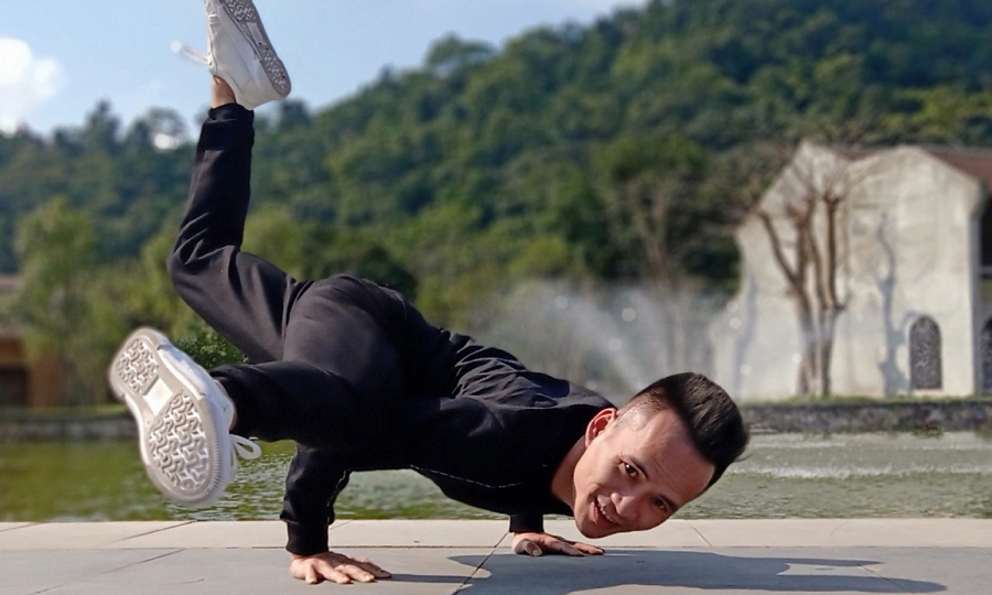 Chàng trai công sở hết đau vai gáy nhờ yoga
