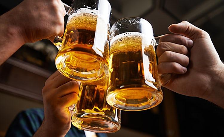 Bé trai hôn mê sau uống bia