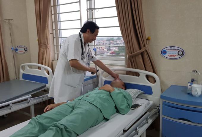 Bệnh nhân đang được điều trị tại Bệnh viện đa khoa Phú Thọ. Ảnh: T.H