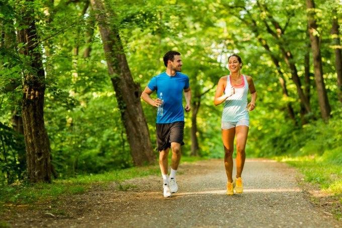 Chạy bộ giúp ổn định huyết áp, giảm nguy cơ đột quỵ.