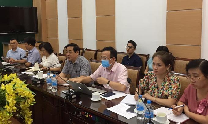 Các chuyên gia hội chẩn tại điểm cầu Bộ Y tế, chiều 29/7. Ảnh: Lê Hảo.