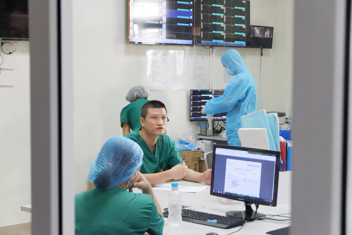 Dọn chỗ chờ 120 bệnh nhân Covid-19 từ châu Phi