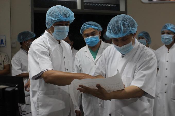 18 bệnh nhân Covid-19 nặng ra Huế điều trị