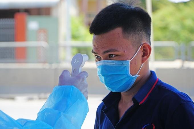 Đo thân nhiện tại cửa ngõ phía Bắc tỉnh Quảng Ngãi trên quốc lộ 1, giáp Quảng Nam, ngày 30/7. Phạm Linh.