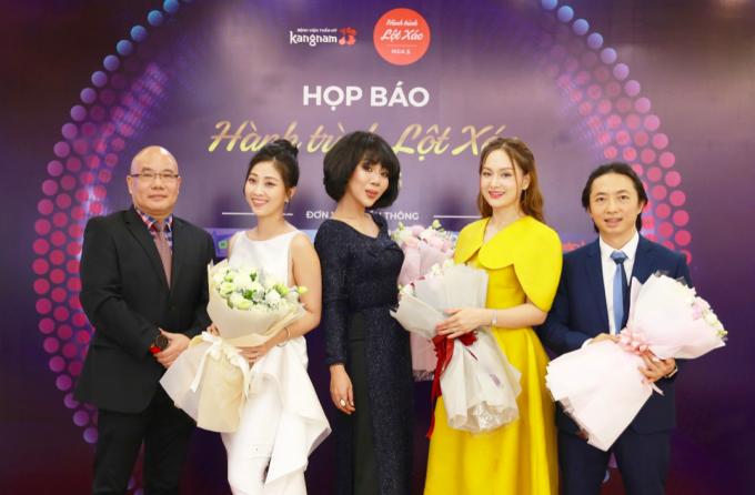 Nhà báo Trác Thúy Miêu, MC Liêu Hà Trinh, diễn viên Lan Phương đồng hàng cùng các thí sinh mùa này.