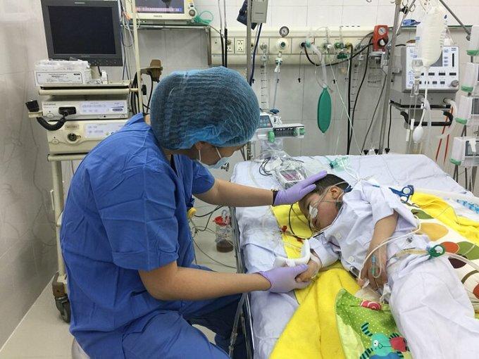 Bệnh nhi trong phòng điều trị sau ca ghép. Ảnh: Bác sĩ cung cấp