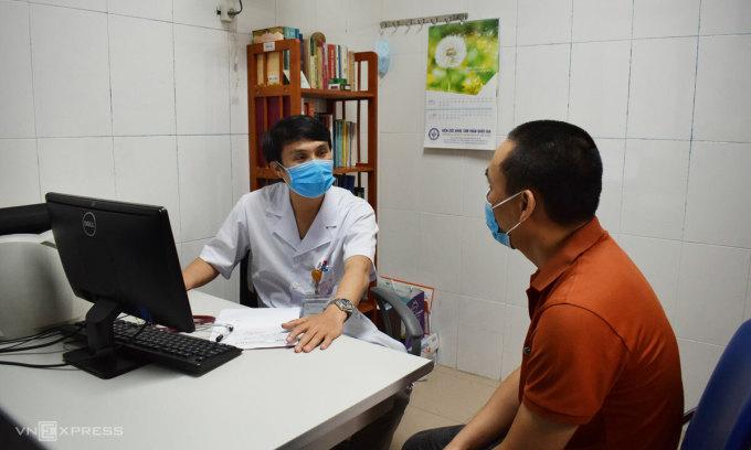 Ảnh minh họa khám cho bệnh nhân tâm thần tại Bệnh viện Bạch Mai. Ảnh: Chi Lê.