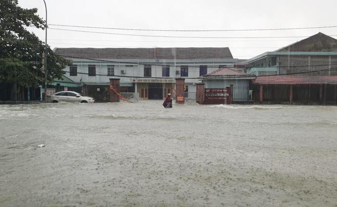 Cổng chính Bệnh viện Đa khoa huyện Cẩm Xuyên. Ảnh: Bác sĩ cung cấp.