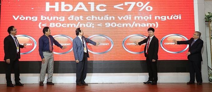 Chỉ số HbA1c dưới 7% có thể làm chậm, ngăn ngừa sự phát triển các biến chứng về mắt, thận. Ảnh: Hội Nội tiết và Đái tháo đường Việt Nam.