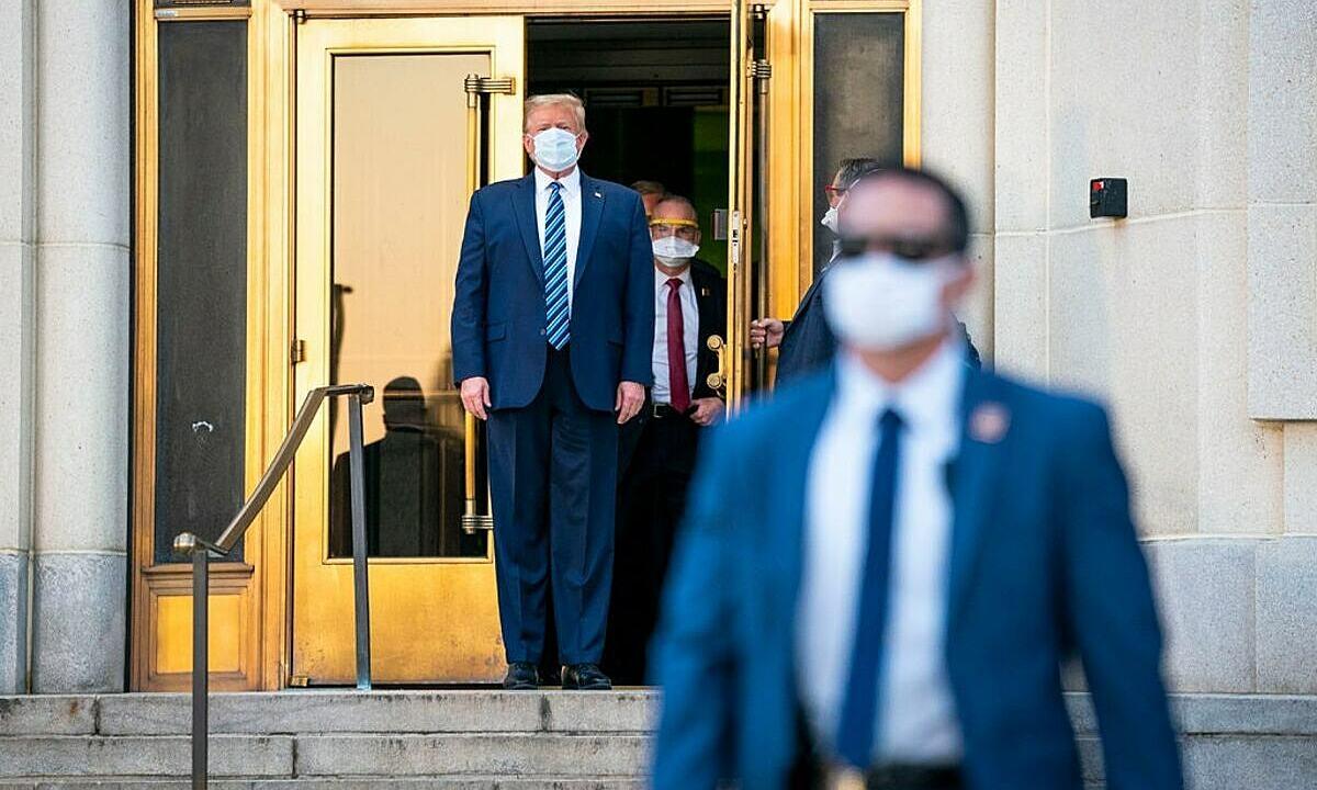 Tìm ra mã gene nCoV lây nhiễm cho Trump