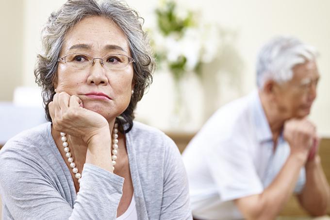 Phụ nữ có nguy cơ mắc bệnh mất trí nhớ hơn đàn ông. Ảnh: Aplaceformom