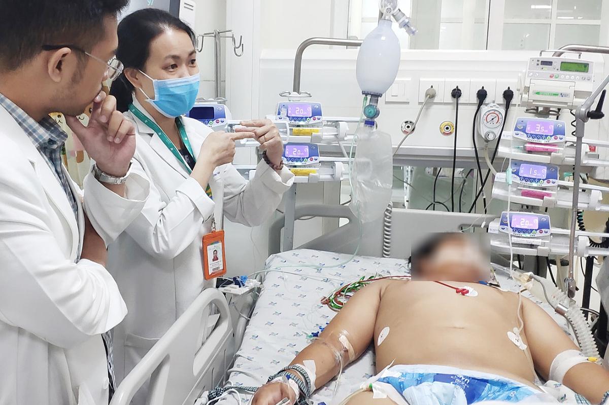 Cậu bé phụ việc nguy kịch nghi nhiễm khuẩn tụ cầu