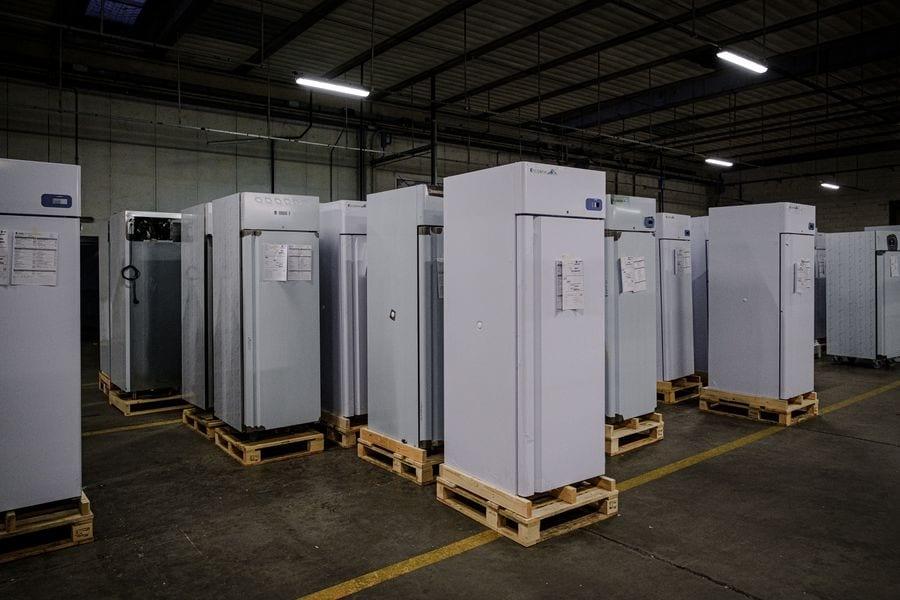 Bên trong xưởng tủ đông siêu lạnh đựng vaccine Pfizer