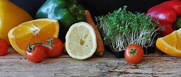 Chế độ dinh dưỡng cân bằng giúp tim khỏe mạnh. Ảnh:Healthline