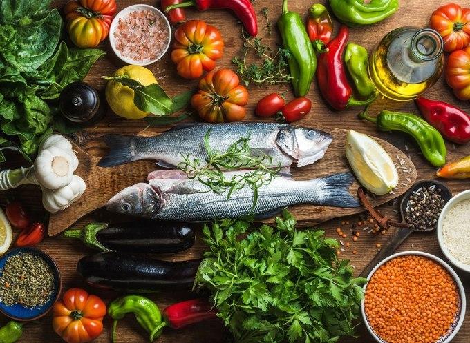 Chế độ ăn đa dạng nâng cao sức đề kháng cho người bệnh. Ảnh: Healthline