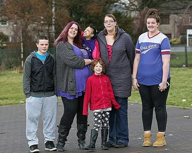 Các thành viên trong gia đình Bianca Brouwers. Ảnh: Daily Mail