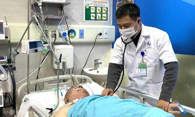 Ngày 11/1, bệnh nhân đã cai máy thở nhưng vẫn tiếp tục theo dõi tại khoa Cấp cứu Đột Quỵ, bệnh viện Lão Khoa Trung ương. Ảnh: Thùy An
