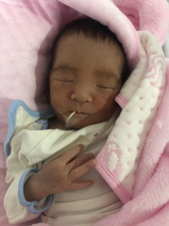 Bé gái chào đời khỏe mạnh ngày 5/1 tại Yên Bái. Ảnh do bệnh viện cung cấp.