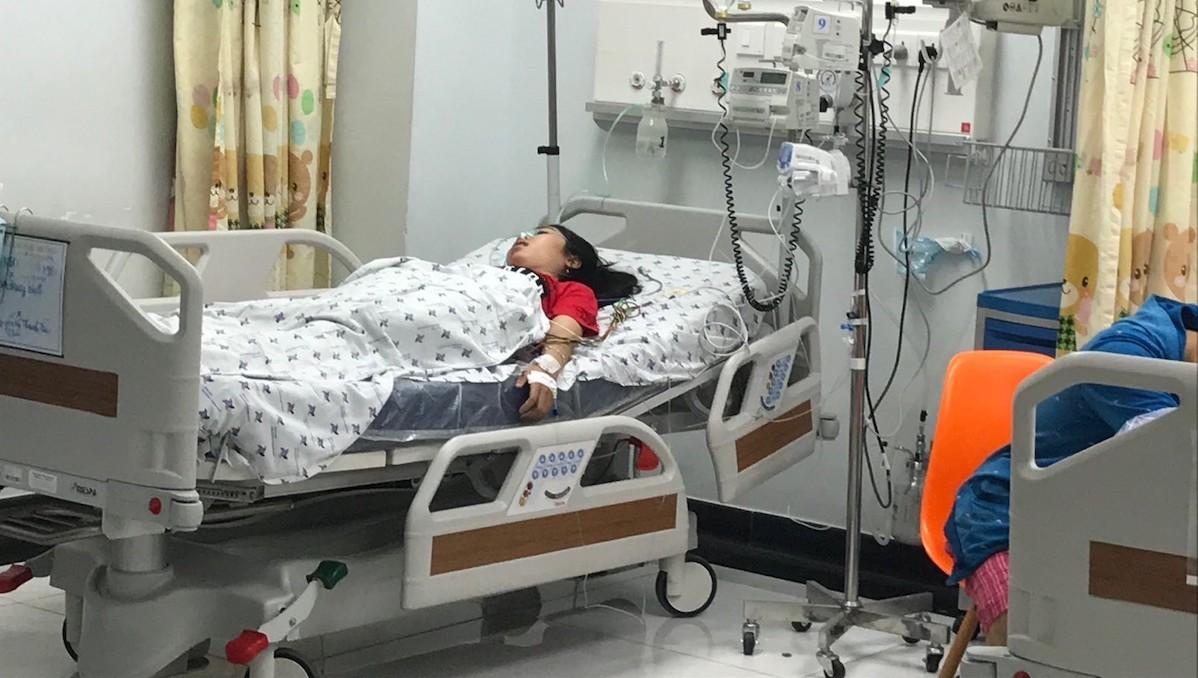 Bị mẹ mắng, thiếu nữ uống 28 viên thuốc trầm cảm