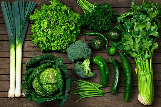 Các loại rau có màu xanh đậm chứa nhiều vitamin E, C giúp tăng cường hệ miễn dịch. Ảnh: Health