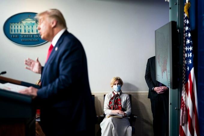 Deborah Birx, điều phối viên ứng phó Covid-19 của chính quyền Trump, trong một cuộc họp báo tại Nhà Trắng hồi tháng 7/2020. Ảnh: NY Times