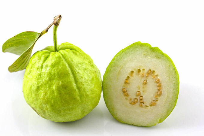 Trong các loại quả giàu vitamin C, ổi nhiều vitamin C hơn cả.
